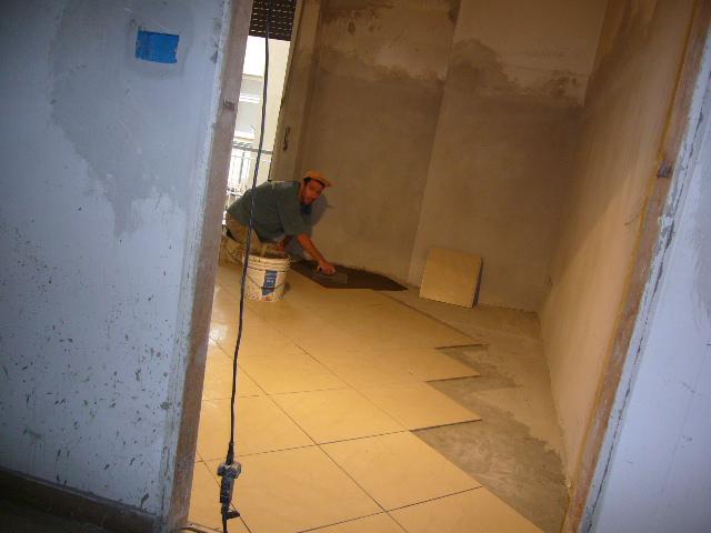 Pavimenti squadratura dei locali messa in opera dei - Piastrellare un pavimento ...