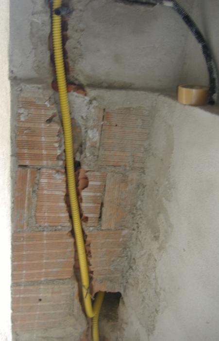 Impianto del gas tubazioni in rame in guaina a tenuta ed effettuate a norma di legge 24 - Tubazioni gas metano interrate ...