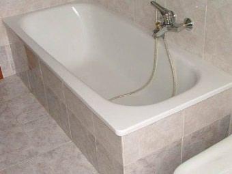 Vasca da bagno. Rivestimento in piastrelle. Come fare