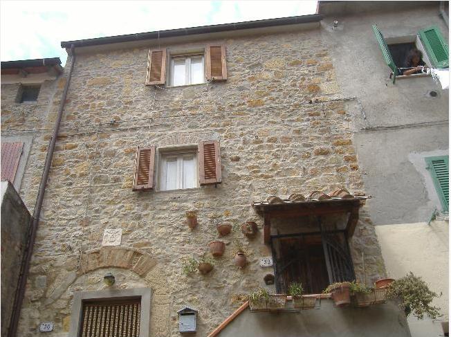Restauri esterni di modesti vecchi edifici - Prospetti esterni ...