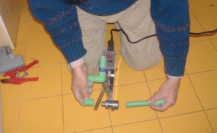 Impianto idrico come usare il polifusore per tubi plastici for Collegamento del tubo di rame al pvc