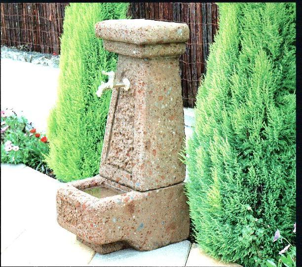 Il tufo una pietra millenaria ricca di storia e lavorata anche oggi da artisti - Fontane da giardino in pietra ...