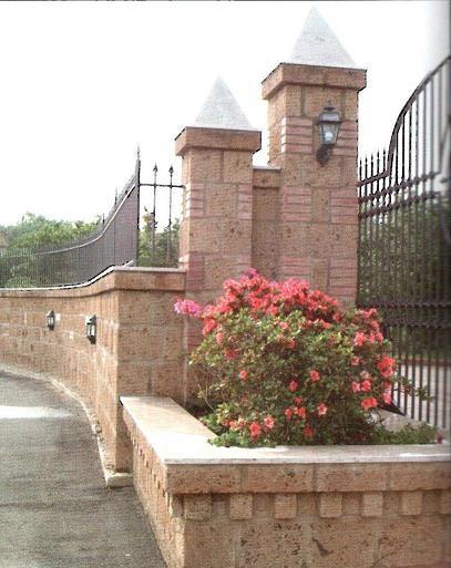 Il tufo una pietra millenaria ricca di storia e lavorata - Recinti per giardini ...