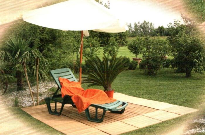 Come sistemare il giardino. La eleganza e la funzionalità del legno naturale....