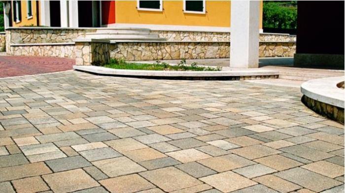 Un autobloccante massello per esterno multistrato - Pavimentazione cortile esterno ...