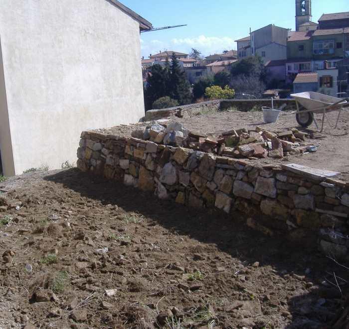 Come fare un muro a secco, opera povera dell'edilizia. Fai da te