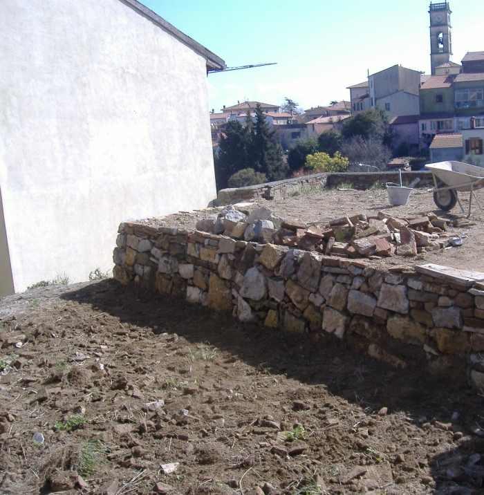 Come Fare Un Muretto In Tufo.Come Fare Un Muro A Secco Opera Povera Dell Edilizia Fai Da Te