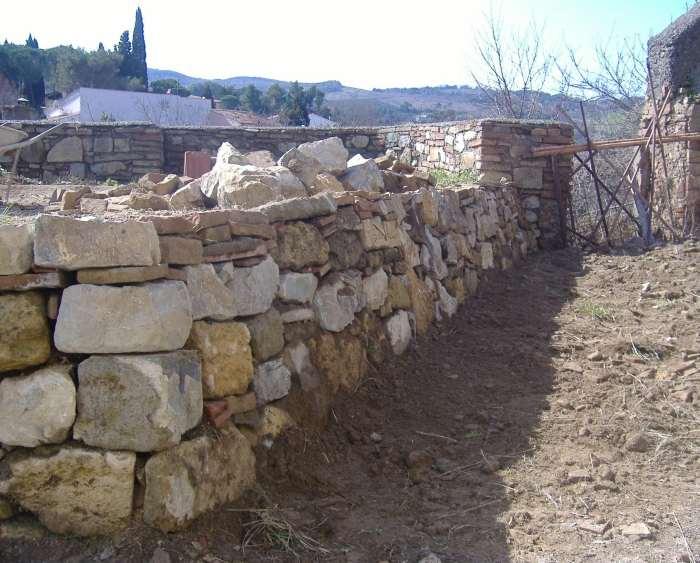Come fare un muro a secco opera povera dell 39 edilizia fai for Disegni di blocchi di cemento casa