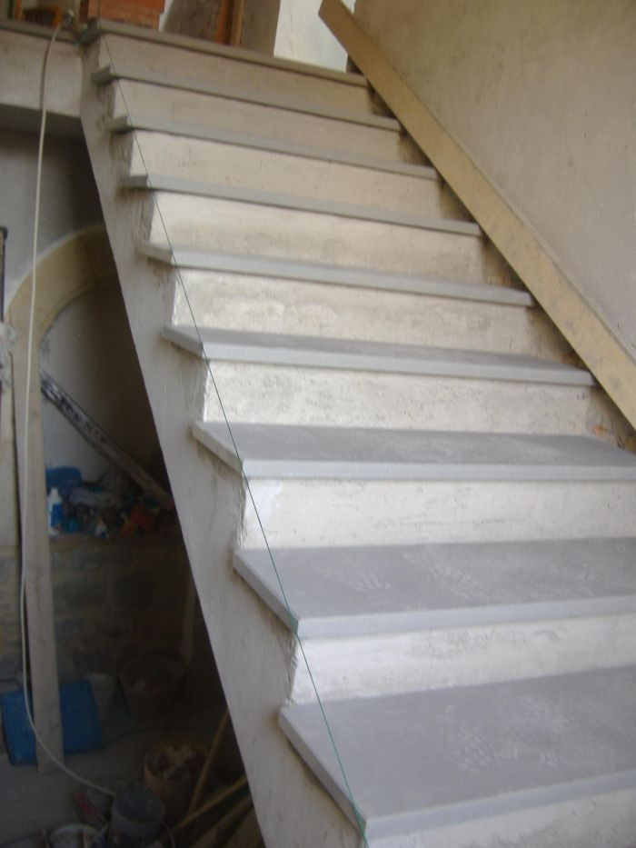 Scala rivestita in pietra serena come rifinire gli - Scale per esterno in muratura ...