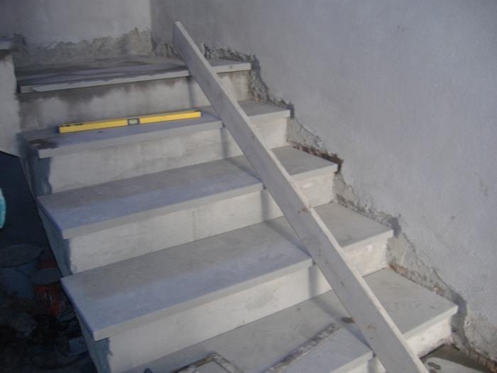 Come rivestire una scala con gradini in marmo o pietra serena. fai