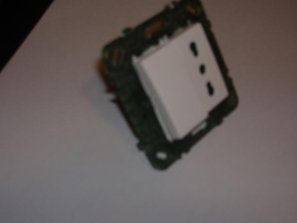 Schema Elettrico Presa Interruttore Lampadina : Collegamento interruttore luce e presa
