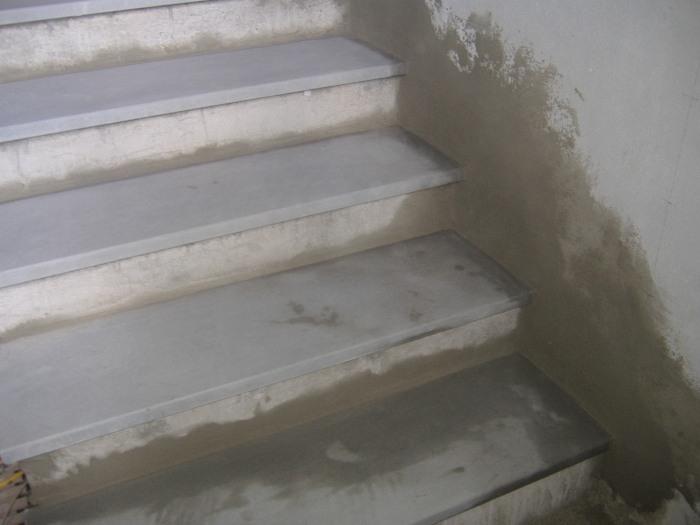 Scala rivestita in pietra serena come rifinire gli - Impermeabilizzazione scale esterne ...