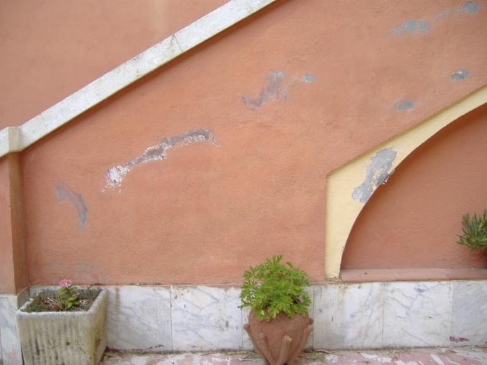 Come combattere l 39 efflorescenza salina nelle murature fai - Pitturare una parete esterna ...