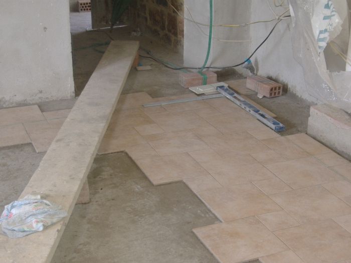 Come fare la squadratura e realizzazione in pratica di un pavimento fai da te - Posa piastrelle su piastrelle ...