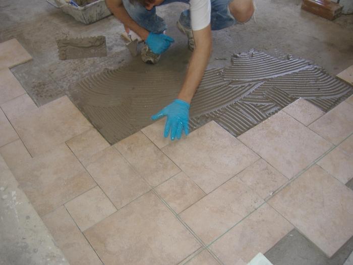 Come fare la squadratura e realizzazione in pratica di - Piastrelle da incollare su pavimento esistente ...