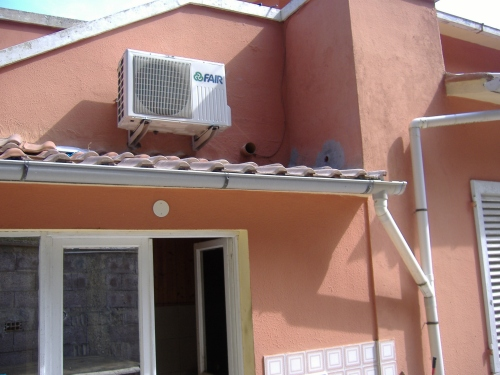 Condizionatori montaggio fai da te - Condizionatore perde acqua dentro casa ...