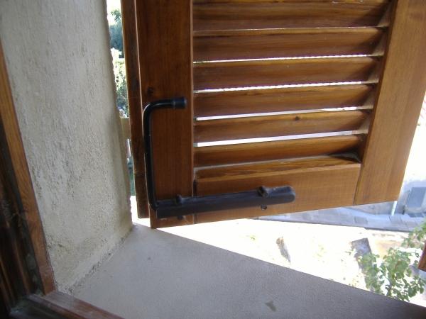 Mobili lavelli ganci per persiane in alluminio for Imposte finestre