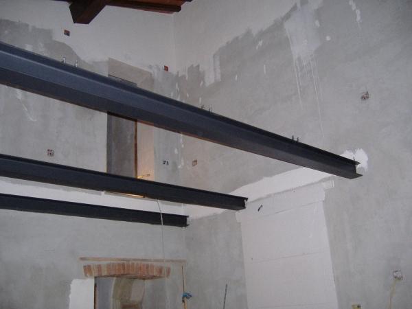 Realizzazione di un soppalco in ferro e legno come fare for Costo per costruire un garage per auto
