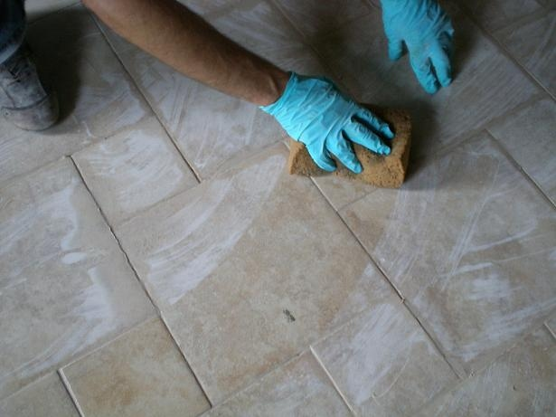 Stuccare le fughe di un pavimento il miglior sistema - Spugna per pulire bagno ...