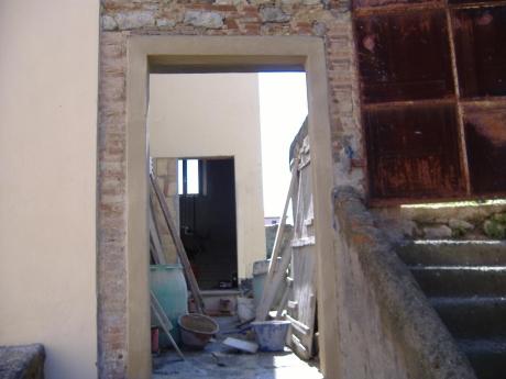 Riquadrare una porta o una finestra con terra di siena - La finestra siena ...