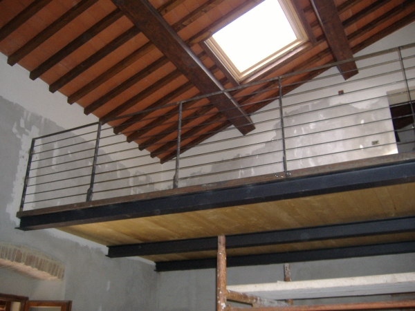 Realizzazione di un soppalco in ferro e legno come fare for Grandi pavimenti del garage