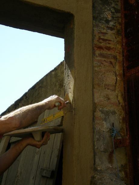 Riquadrare una porta o una finestra con terra di siena - Aprire una porta senza chiavi ...