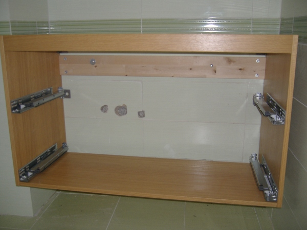 Installazione guidata di un lavabo in un bagno wc - Sottolavabo per bagno ...