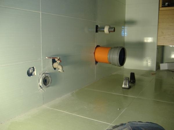 Vaso per wc installazione for Scarico wc a parete