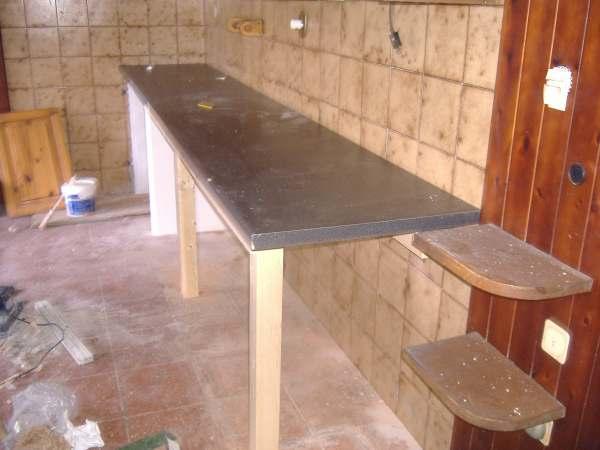 Costruzione di un bancone da lavoro - Tavolo con piastrelle fai da te ...