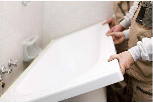 Vasca Da Bagno Smalto Rovinato : Un copri vasca nuovo per la vostra vasca rovinata