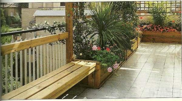 Un angolino per la nostra terrazza for Fioriere in legno obi