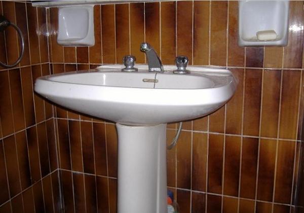 Messa in opera di un lavabo con e senza colonna - Lavabo con colonna ...