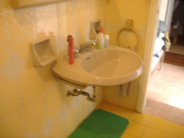 Messa in opera di un lavabo con e senza colonna - Lavabo bagno colore champagne ...