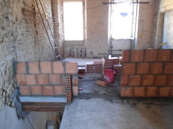 Costruzione di una parete in forati in un edificio in fase - Parete interna in legno ...