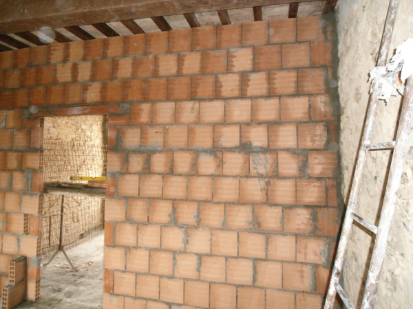 Proseguimento e ultimazione di una parete in forati 3 e for Disegni di mattoni a casa