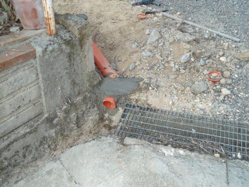 Sostituzione di una tubazione in pvc di scarico acque bianche for Collegamento del tubo di rame al pvc