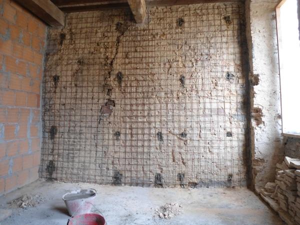 Rete elettrosaldata con ferri passanti per consolidamento muratura - Consolidare fondamenta di una casa ...