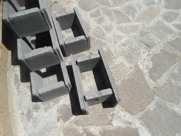 Costruzione di un muro di controspinta in blocchi casseri armati