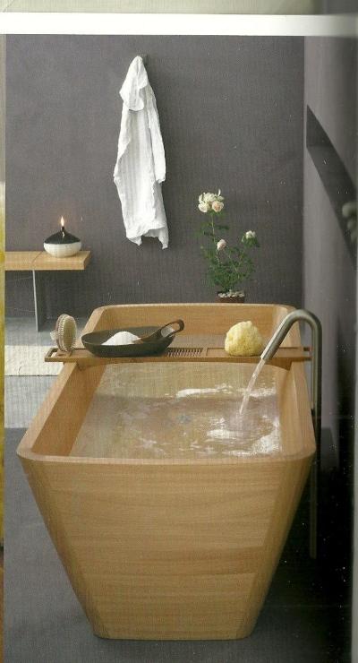 Una linea di apparecchi sanitari per il bagno in legno for Bagno caldo durante il ciclo