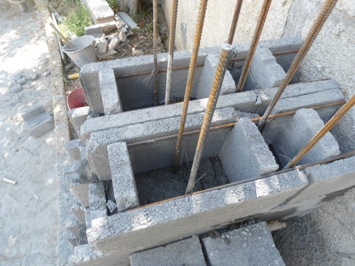 Costruire muro blocchi cemento