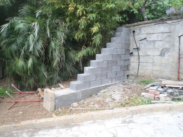 Costruzione di un muro di controspinta in blocchi casseri 2 for Semplici piani di casa in blocchi di cemento