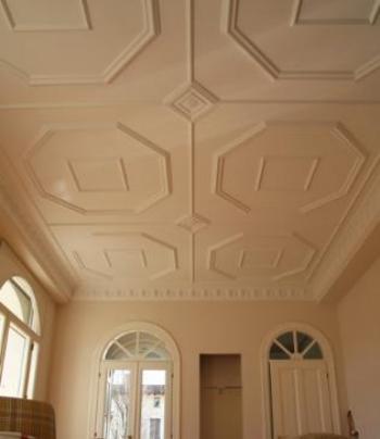Come applicare rosoni e cornici alla pareti ed ai soffitti - Pitturare legno senza carteggiare ...