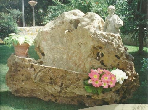 Pietre Da Giardino Per Aiuole : Fontane gazebo fioriere le opere da giardino ricavate dalla pietra
