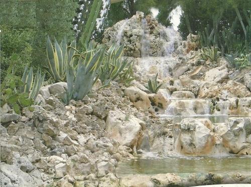 Fontane gazebo fioriere le opere da giardino ricavate - Fioriere da esterno in pietra ...