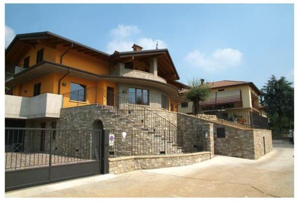 Il fascino e la semplicit della pietra naturale in edilizia - Colori per esterni villette ...