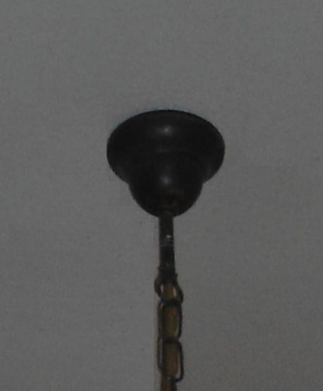 Come montare un lampadario a soffitto.