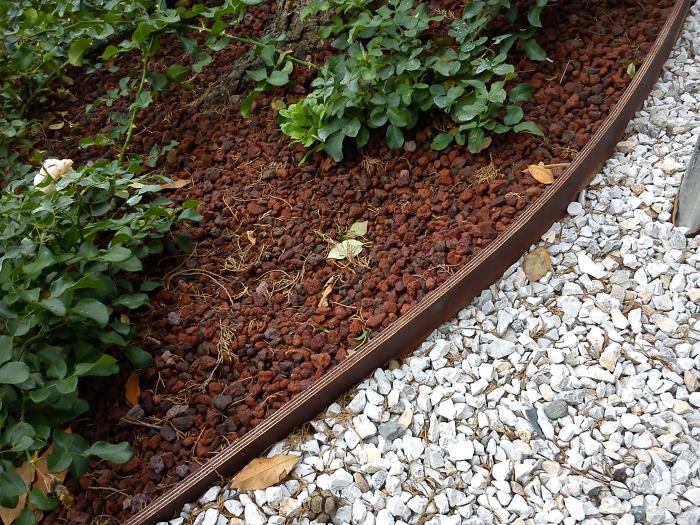 Come ricavare un bel giardino da un modesto terreno in - Ghiaia da giardino leroy merlin ...