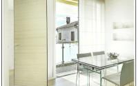 Una porta con rototraslazione, adatta anche per gli spazi più ridotti.