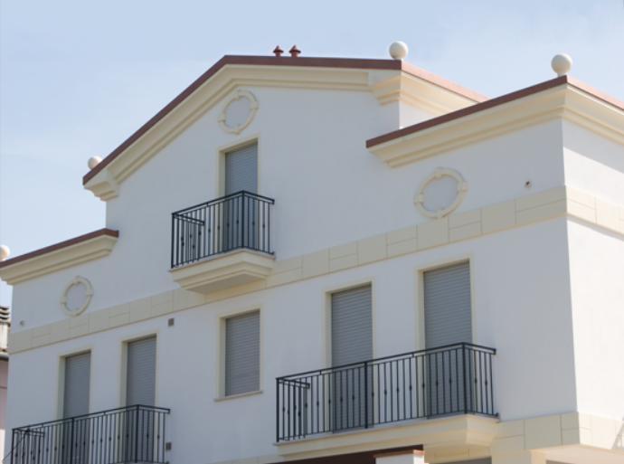Decorazioni esterne ed interne di un edificio in - Elementi decorativi in polistirolo per interni ...