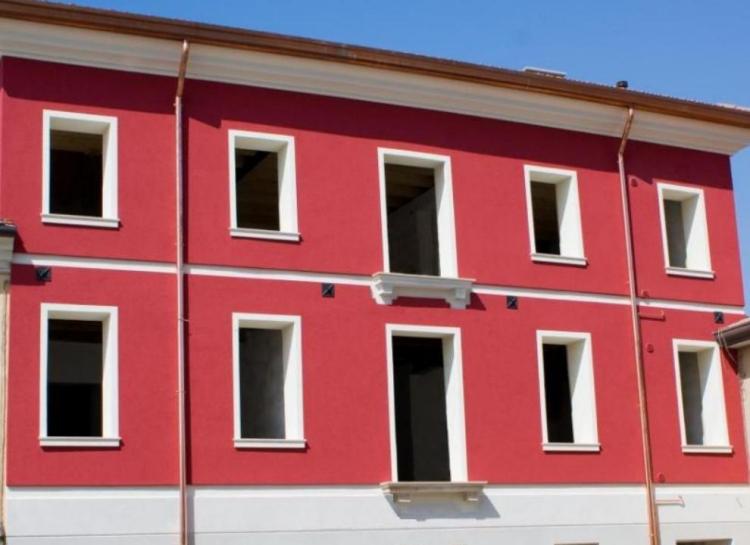 Decorazioni esterne ed interne di un edificio in - Prospetti esterni ...